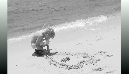 My son draws a heart to protect the beaches from the oil spill